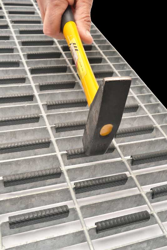 Mounting the clips for non-slip gratings